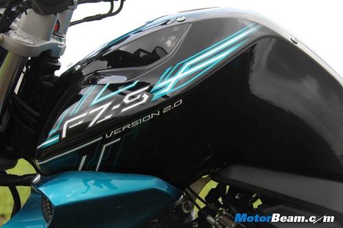 2014-Yamaha-FZ-V2-13