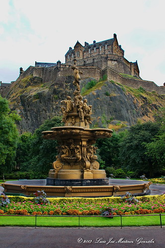"Edinbourgh - Princess Street Gardens • <a style=""font-size:0.8em;"" href=""http://www.flickr.com/photos/26679841@N00/14769331065/"" target=""_blank"">View on Flickr</a>"