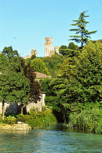 "La torre di Valeggio • <a style=""font-size:0.8em;"" href=""http://www.flickr.com/photos/121308622@N02/14947546721/"" target=""_blank"">View on Flickr</a>"