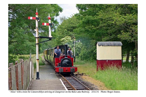 Llangower. 'Alice' & train arriving from Bala. 25.6.14
