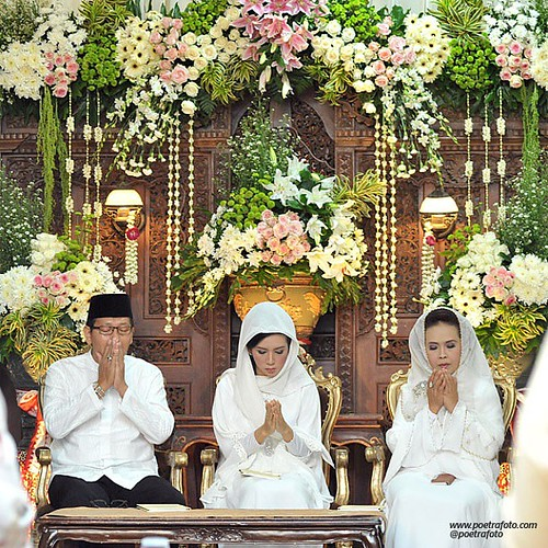 Poetrafoto professional prewedding wedding photos most recent beautiful wedding decoration on puteririfki ceremony javanese muslim wedding junglespirit Choice Image