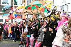 Carnaval de Dunkerque 2012 (Saint-Pol sur Mer) (louis.labbez) Tags: saint folklore danse fete chapeau carnaval tradition maquillage dunkerque tambour chanson musique pol parapluie défilé déguisement travesti rigodon maquillé labbez