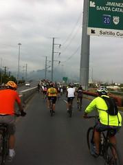 IMG_4106 (pueblobicicletero) Tags: santacatarina 2014 lahuasteca seguridadvial ciclismourbano sanpedrogarzagarca movilidadsostenible biciblanca parqueecolgicolahuasteca ciclismodeportivo