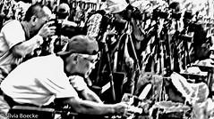 Bali5 (Silvia Boecke) Tags: blackandwhite bw bali holiday rot indonesia photography gold hands nikon fotografie hand god urlaub pray ceremony d200 tourismus indonesien hnde zeremonie gott beten gtter silviaboecke