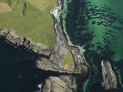 Broch at Knowe of Skea, Westray, Orkney Islands 2009 (Historic Environment Scotland) Tags: canmore rcahms hes historicenvironmentscotland scotland broch aerial aerialphotograph archaeology prehistoric ironage monument green dp068328 knoweofskea westray 2009 orkney