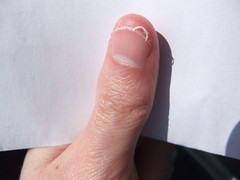 DSCF6997 (ongle86) Tags: ongles nails rongés biting pouce thumb sucé sucking doigts fingers hand mains fetishisme