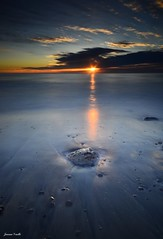 La magia del sol (jaume vaello) Tags: nikon nikond5100 leefilters leend06 kenkond400 kenko manfroto marmediterraneo mar marinas playas playasdealmeria lasnegras almeria longexposure largaexposición amanecer jaumevaello