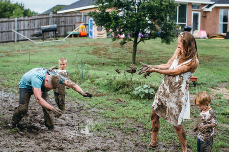 All muddy! The fun family photo shoot before the arrival of a new baby