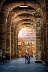 Merida - Museo Nacional de Arte Romano (mgarciac1965) Tags: merida extremadura españa spain historia museoarteromano rafaelmoneo arcos textura cultura museo columna estatua