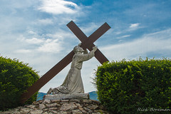 IMG_7446 Jesus and the Cross (RB's pics) Tags: america canon color colour clouds day eos easter face green history jesus lewistown man naturallight outdoors outside outdoor outdoorart pennsylvania pa photography sky usa