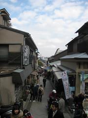 3962 Enoshima Merchants (mari-ten) Tags: people building japan walkway 日本 enoshima kanagawa kanto 2012 fujisawa eastasia 神奈川県 藤沢市 江の島 関東地方 201203 20120311