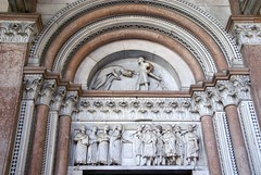 Lucca, Duomo San Martino, Atrium, rechtes Portal (St. Martin's Cathedral, R. H. portal) (HEN-Magonza) Tags: italien italy italia cathedral lucca tuscany regulus toscana toskana stmartinscathedral duomosanmartino domstmartin domsanktmartin atriumhl regulussaint