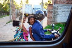 Riding a moped (5ERG10) Tags: blue girls window sergio grass car smiling laughing three asia dress helmet scooter suit motorbike riding srilanka moped overtaking negombo amiti nigombo cingalese 5erg10
