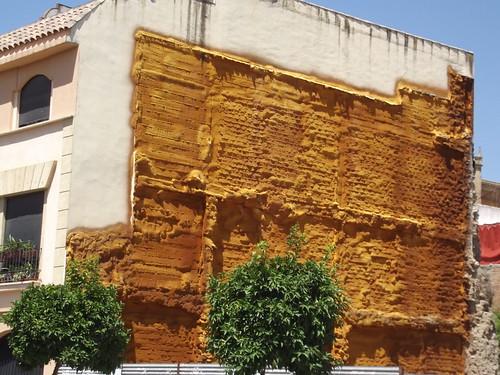 Calle Ronda de Isasa, Cordoba - yellow ochre on buildings