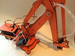 IMG_9874 (John Baichtal) Tags: robot arm uarm suctiongripper ufactory