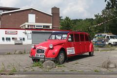 Overdreven Eend (Maurits van den Toorn) Tags: red rot rouge classiccar garage citroën limo 2cv stretched rood rosso limousine eend lelijkeeend