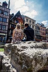 Rouen - Lovers in place du Vieux-March (Fabrizio Morando) Tags: france place du lovers rouen vieuxmarch