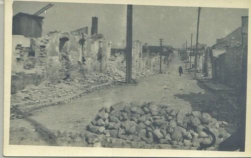 Zrujnowana szydłowiecka ulica. Według różnych źródeł jest to ul. Ogrodowa lub ul. Radomska