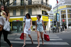 Parisian #106 (人間觀察) Tags: road street leica ltm city trip people paris travelling walking day candid voigtlander 28mm stranger parisian m9 l39 f19 voigtlander28mmf19 leicam9
