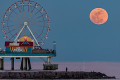 Moonrise at the pier (Chasseurs de Nuits) Tags: 2016 pna photo nightscape awards chasseurs de nuits