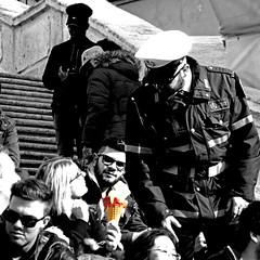 Polizia del Gelato, Scalinata di Trinità dei Monti (pom.angers) Tags: panasonicdmctz30 scalinataditrinitàdeimonti february 2017 rome roma lazio italy italia europeanunion people woman police icecream men 100