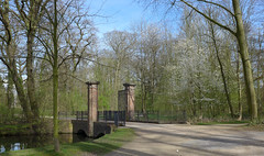heute im Schlosspark (mama knipst!) Tags: schlosspark frühling spring brücke brigde