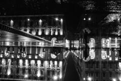 Città di pioggia - City of rain. (sinetempore) Tags: torino turin street biancoenero blackandwhite uomo man ombrello umbrella riflesso reflection piazzacastello luci light pioggia rain cittàdipioggia cityofrain