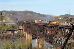 WLE 2662, Speers PA. 3-27-2012 (jackdk) Tags: train railroad railway emd emdgp35 gp35 wle wheelingandlakeerie wheeling pwv pittsburghandwestvirginia monongahela monongahelariver river trestle bridge freighttrain