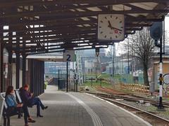 Vlaardingen Centrum Station (sander_sloots) Tags: vlaardingen centrum station people waiting hoekse lijn metro light rail train trein treinstation ns ret schréder furyo armatuur