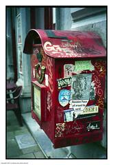 Manneken Peace (Spotmatix) Tags: brussels streetphotography vignette belgium camera canon colors expired film iso400 landscape nonamec41 places red urban