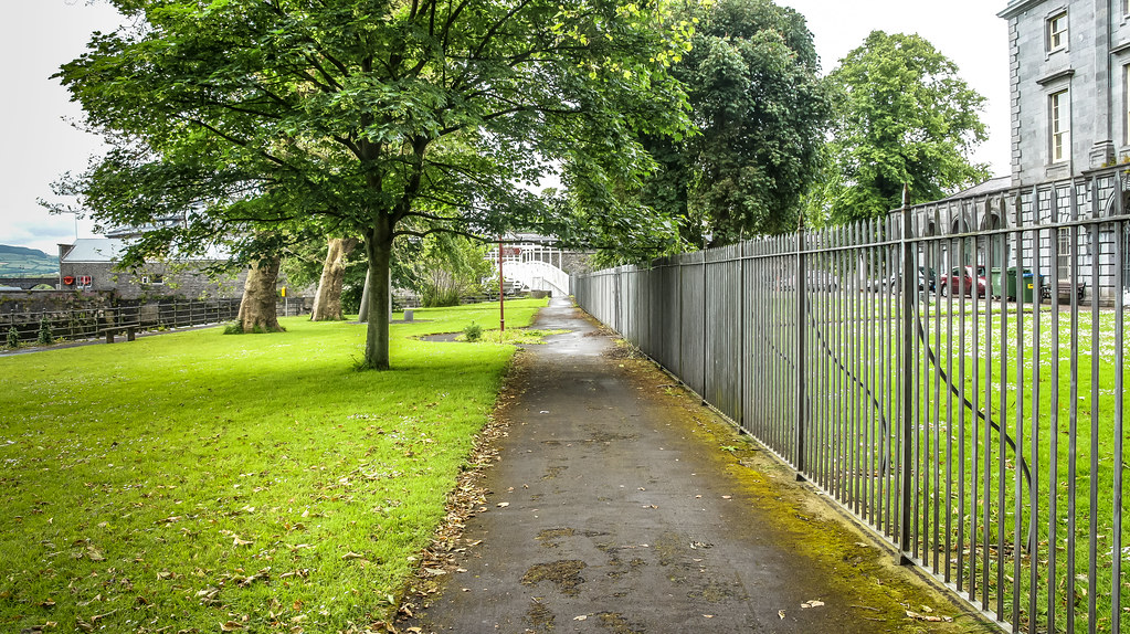 A WALK AROUND LIMERICK CITY IN JUNE - LITTLE PARK BEHIND THE HUNT MUSEUM