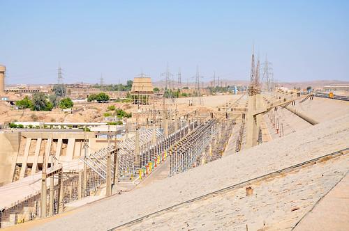 The High Aswan Dam produces 2,1 GW of electricity