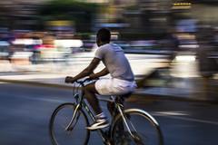 Penning City - Sprint Man (Cristian4132012) Tags: city bike bicycle sport canon centre centro running run sicily palermo sicilia citt corsa bicicletta penning blondegirl 650d centrocitta cristianodrago