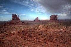 Monument Valley with 3 mittens (Mysophie08) Tags: thumbsup infocus highquality friendlychallenges thechallengefactory gamex2winner herowinner storybookwinner pregamesweepwinner gamesweepwinner pregameduelwinner