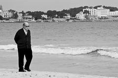 Pensieri in spiaggia (Claudia Canestro) Tags: sea portrait man mare uomo palermo pensieri spiaggia mondello anziano