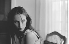 la fille lumière - 35mm (Stefano☆Majno) Tags: portrait paris france film girl beauty analog 35mm canon 33 analogue trocadero stefano parigi naima pellicola majno
