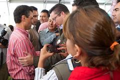 AR1_1554_ALFOSO REYES (Mi foto con el Presidente MX) Tags: presidente mxico mi foto carretera el julio con cuautla 2014 inauguracin mifoto chalco ixtapaluca enriquepeanieto peanieto epn presidencia20122018 distribuidorvialentronque