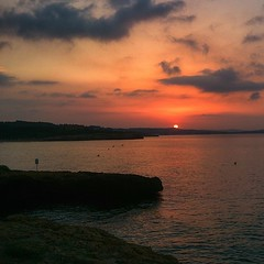 Dissabte, 16 d'agost: Aix es desperta un dia d'agost a la costa de Tarragona, de David Folch (@davidtarragona) (Tarragona Turisme) Tags: sunset sea sky costa sun art tourism sol beach coast mar sand agua mediterranean mare august playa cel