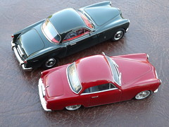 Facel-Metallon Coupe (1951) on Bentley Mk.VI Chassis (model by Matrix) &  Simca 9 Sport, coupe body built by Facel (1956) by Ixo/Altaya/Partworks (andreboeni) Tags: auto classic cars car sport french miniatures miniature model models voiture retro oldtimer british coupe bentley francais simca automobili 143 classique mkvi modellauto facelvega simca9 facelmetallon