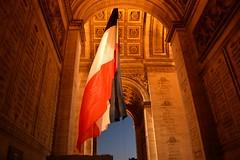 2014_Prizs_0705 (emzepe) Tags: paris france giant de star frankreich arch place flag arc triomphe large charles triumph gaulle prizs francia drapeau kirnduls 2014 nagy zszl sz szeptember franciaorszg ltoile prizsi diadalv hatalmas