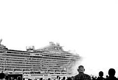 Verso l'ignoto... (Riccardo Orti) Tags: pentaxk5ii pentax55300 nave crociera transatlantico majesticprincess highkey monocromatico biancoenero fumo partenza spettatori