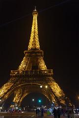 Unterm Eiffelturm (Carsten Weigel) Tags: eiffelturm paris frankreich canon powershot g1xmarkii