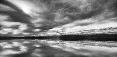 En pleine réflection (Alexandre DAGAN) Tags: lakemahinapua hokitika westcoast newzealand noir blanc black white noiretblanc noirblanc blacknwhite blackandwhite blackwhite panorama pano pentaxk5 pentax k5 sigma 1020mm voyage travel lake lac ciel sky clouds nuages