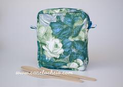 A Portuguesa #6 (Canela Cheia) Tags: azul canelacheia artesanato blue bolsa costura fecho galão green handicraft handmade necessaire pocket pouch ribbons sew toiletrybag verde zippers