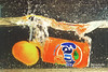 fanta lata (Ceh Akemi Fotografia) Tags: bebida azul fruta chá xícaras pires lata florzinha fanta agua saopaulo brasil