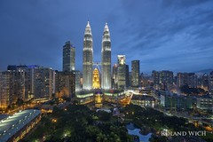 Kuala Lumpur (Rolandito.) Tags: asia malaysia malaysie kl kuala lumpur klcc city center centre petronas towers traders hotel blue hour light night lights licht abend evening twilight dusk