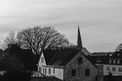 20170331 ([verfall]) Tags: 365blackandwhite 365 blackandwhite blackwhite hattingen crooked ruinous decrepit germany nordrheinwestfalen churchtower roof structure decay