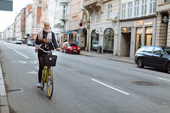 7 April, 17.44 (Ti.mo) Tags: street people bike mobile copenhagen denmark iso100 phone cellphone screen dk mobilephone april cph kbenhavn 2014 f20  ef50mmf12lusm peopleusingphones 1ev secatf20 peopleusingscreens 2gothersgade