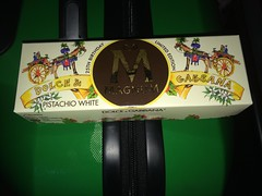 Magnum 25 Years Limited Edition Dolce & Gabbana (Like_the_Grand_Canyon) Tags: italien italy ice fashion design europe italia cross anniversary cream creme 25 trento years northern limited edition eis branding popsicle