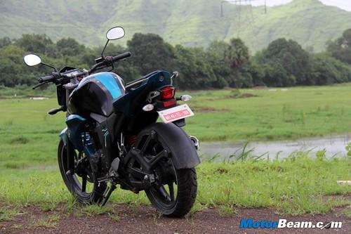 2014-Yamaha-FZ-V2-02
